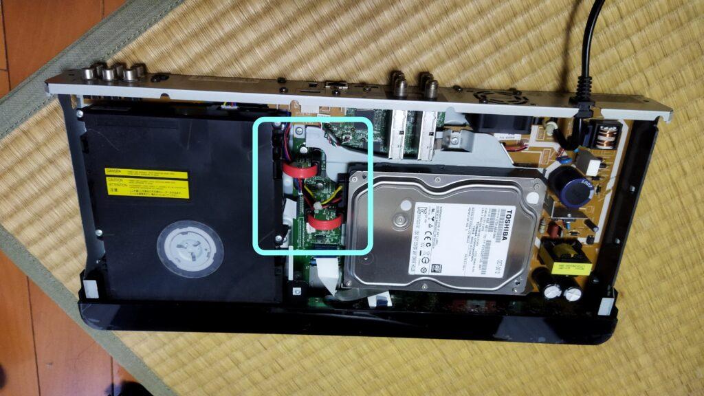 東芝ブルーレイ DBR-T350 HDD SATA コネクタ その2