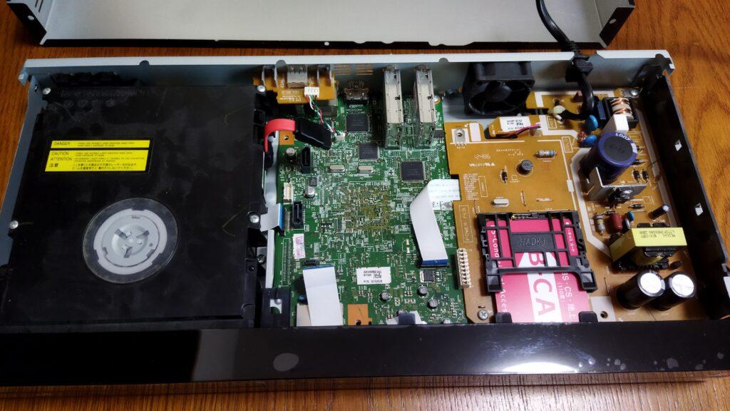 東芝ブルーレイ DBR-T350 本体 HDD を外した状態 その1