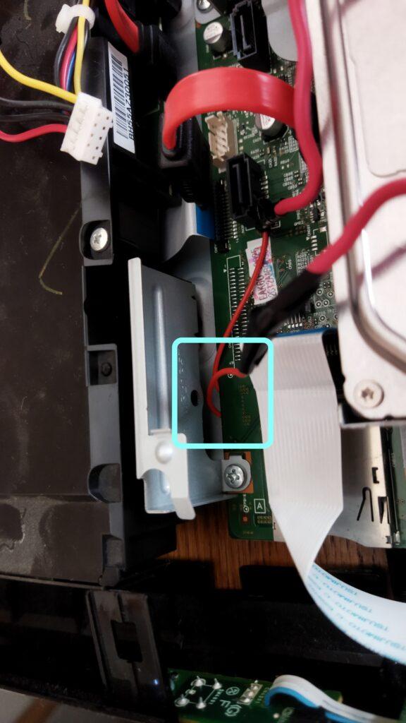 東芝ブルーレイ DBR-T350 HDD SATA ケーブルの取り付け その3